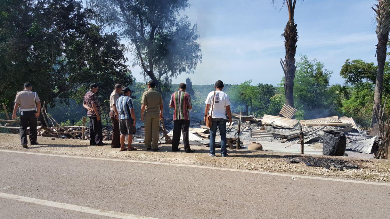 rumah ludes terbakar